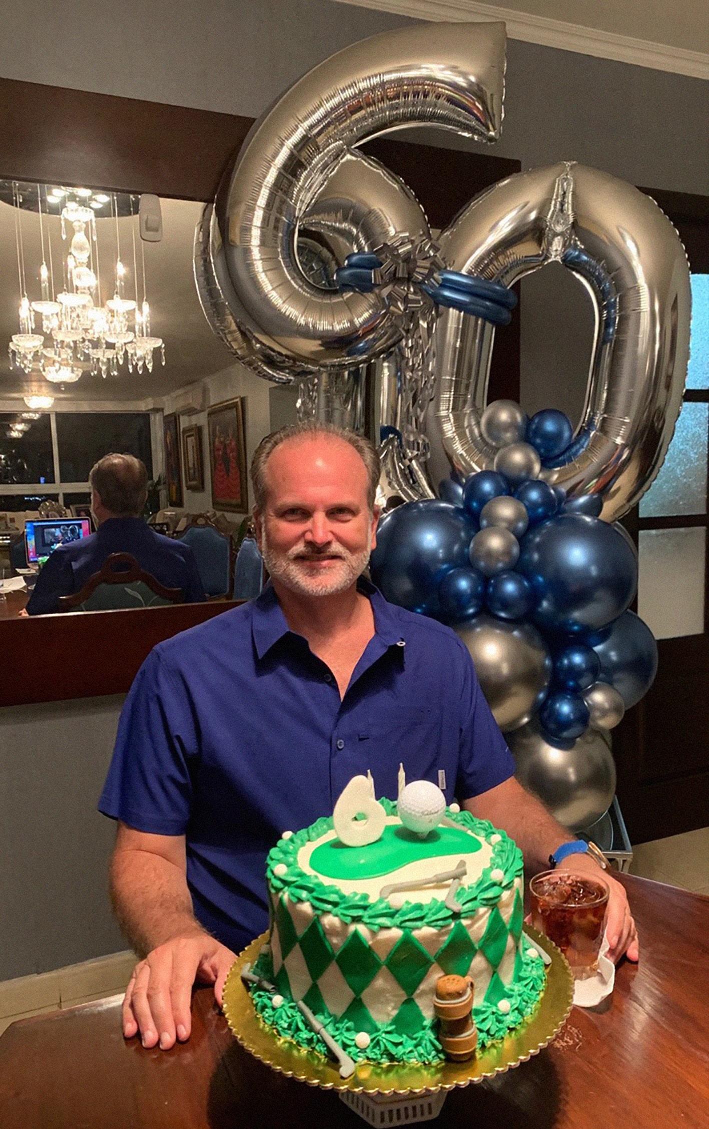 EVENTOS SOCIALES    Brindis de cumpleaños de Octavio Stagg