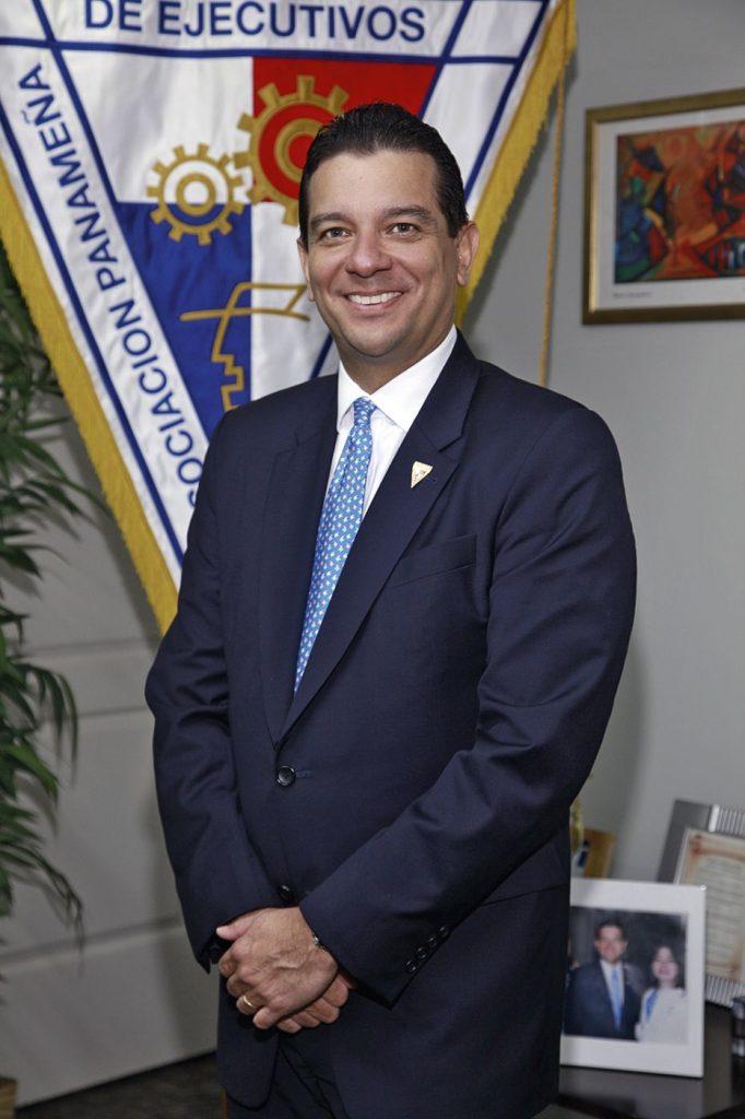 MR. TIE  | JUAN GABRIEL GONZÁLEZ
