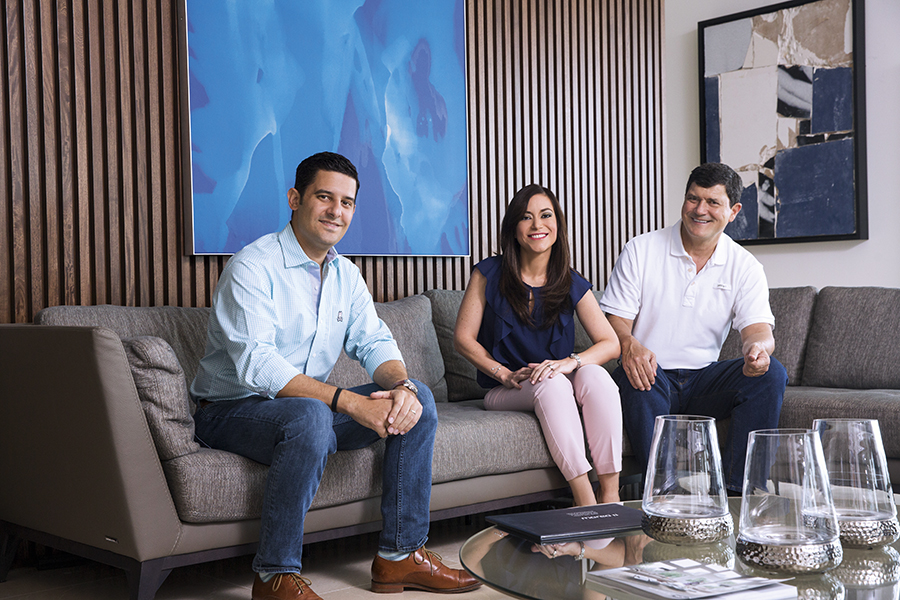 PORTADA  | MARIO PÉREZ, MICHELLE VALDIVIESO Y JORGE GALLO