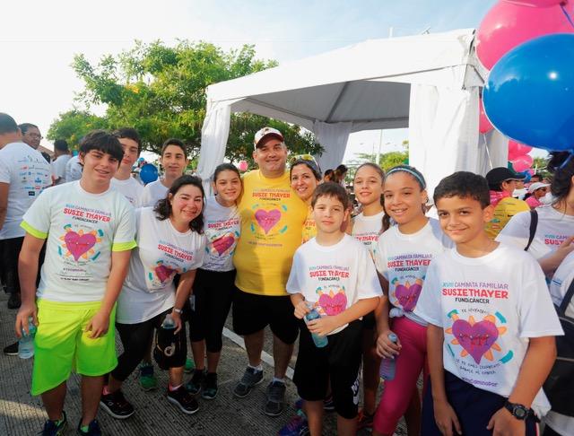 SOCIALES  | TODO UN ÉXITO XVLII CAMINATA FAMILIAR SUSIE THAYER DE FUNDACÁNCER