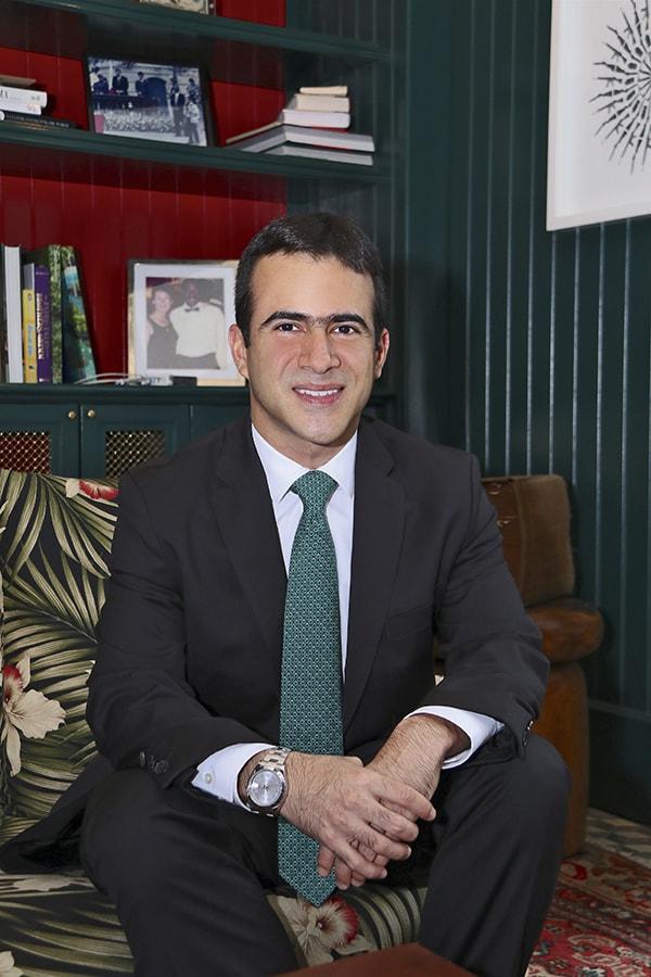 MR. TIE  | Ricardo A. Molina