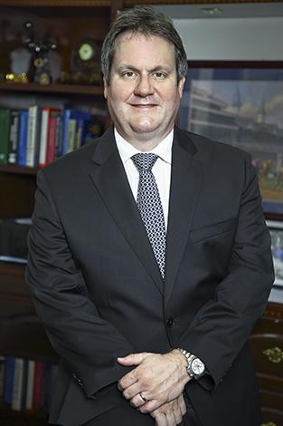 GENTE PORTADA  | Dr. Norberto Calzada