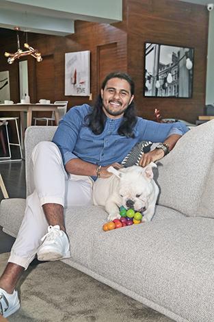 GENTE PET'S LIFE  | Luis Serrano y su bulldog inglés Duke
