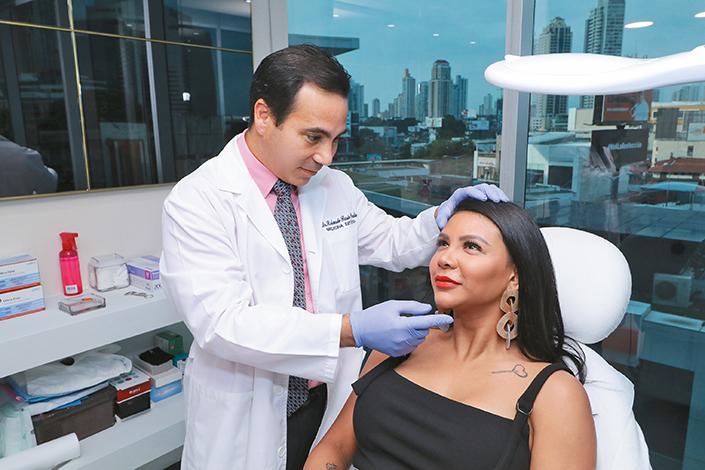EMPRESARIALES EVENTOS  | Botox Party de La Clínica del Dr. Rolando Pardo