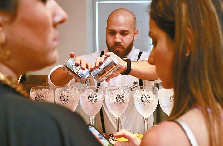 EVENTOS SOCIALES    H. Tzanetatos, Inc realiza el lanzamiento de Gin Puerto de Indias