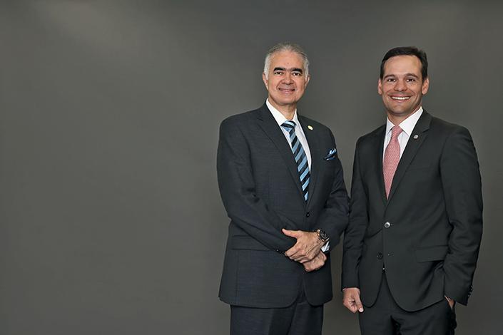 GENTE PORTADA    Jorge Juan de la Guardia y Julio De La Lastra